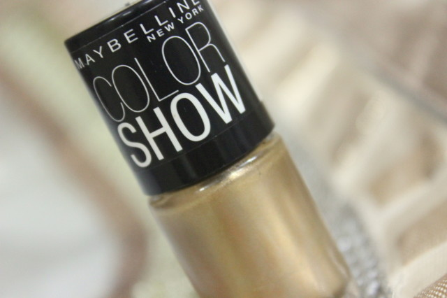 Maybeline Colorshow Polish in Bold Gold Review