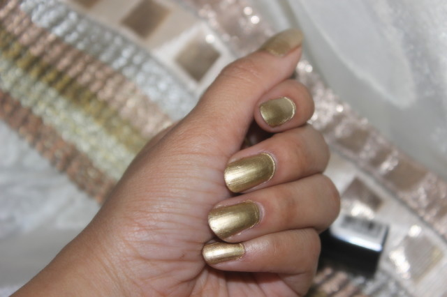 Maybelline Colorshow Bold Gold Polish